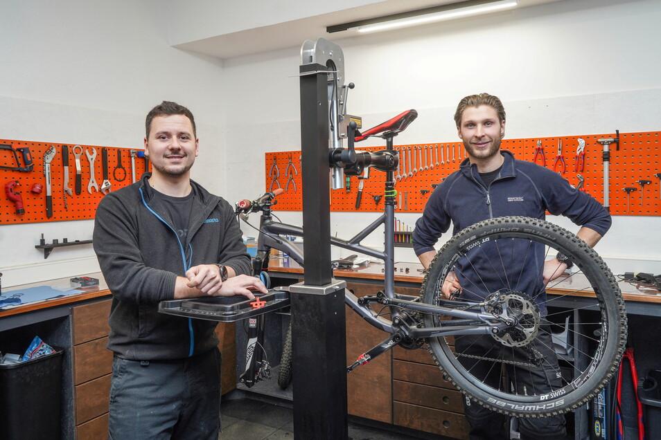 Robert Heinze und Max Noack haben in Bautzen in diesem Jahr ein neues Fahrradgeschäft mit Werkstatt eröffnet.