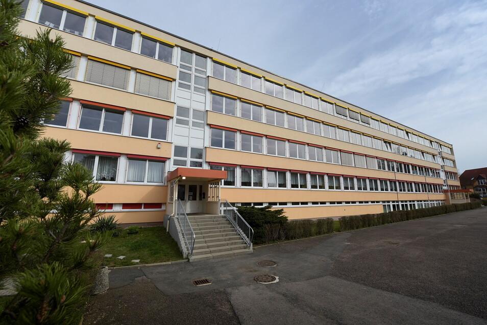 In den nächsten Wochen und Monaten müssen die Bauarbeiten in der Grundschule in Roßwein ruhen. Die europaweite Ausschreibung der Planung des letzten Bauabschnittes hat sich verzögert. Die Bauarbeiten selbst müssen nicht in der gesamten EU ausgeschrieben w
