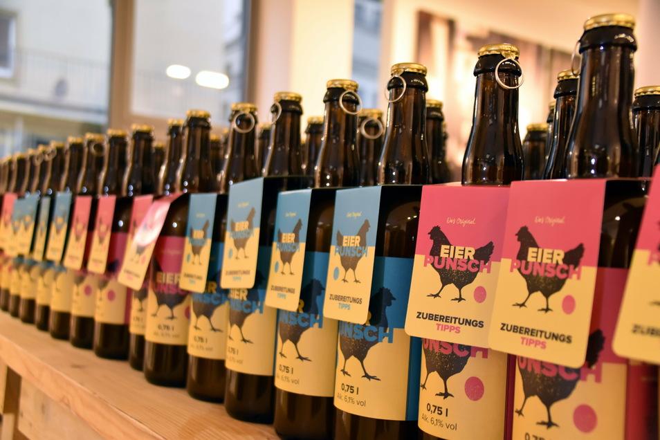 Bis zu 3.000 Flaschen Eierpunsch werden pro Woche in Schmilka hergestellt und in Dresden verkauft.