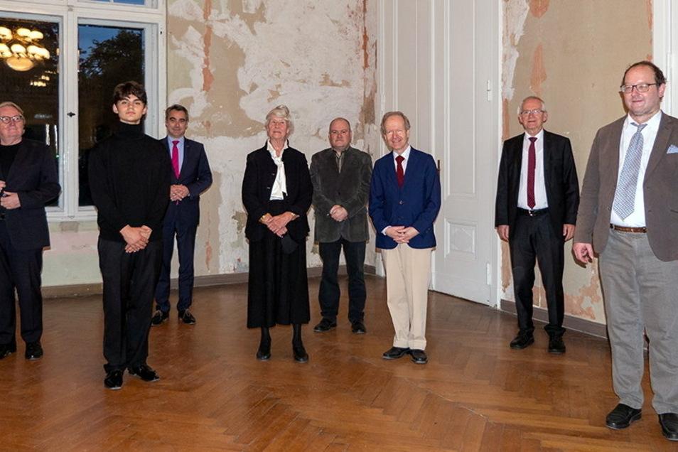 Eine Initiative um Andreas Wenske (r.) will das Schlesische Musikfest wiederbeleben. Dazu gehört die Ehrung eines Preisträgers des Young-Ludwig-Wettbewerbs, hier Leonard Toshev (2.v. l.).