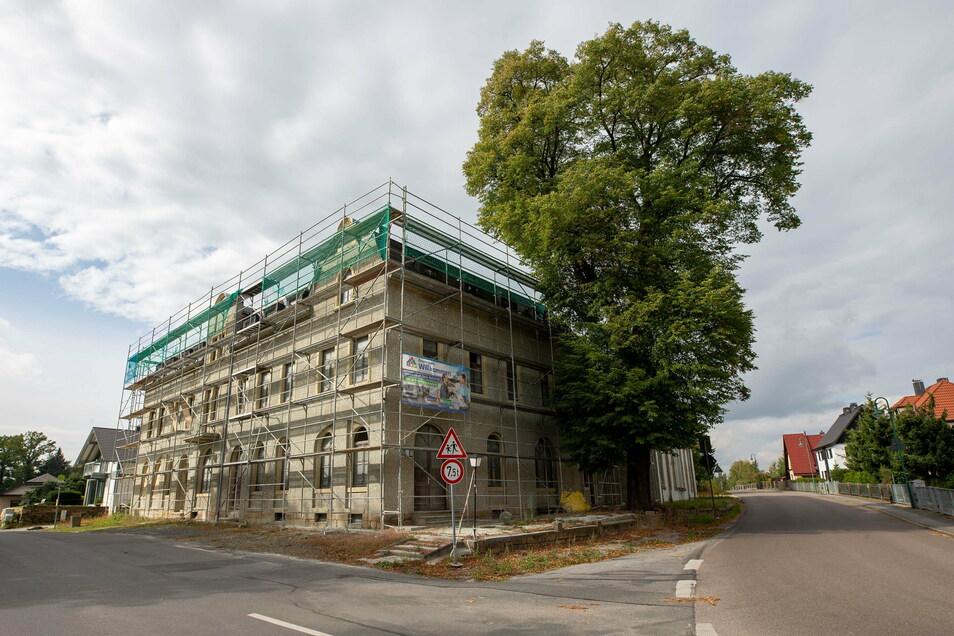 Im Spätherbst sah das ehemalige Gasthaus Grauer Storch in Pirna-Mockethal so aus. Das Gebäude wird zu einem Seniorenzentrum umgebaut.