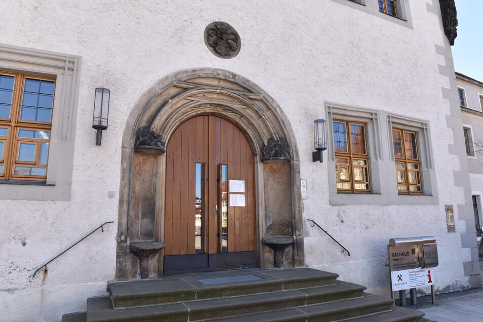 Wird hinter den Dippser Rathaustüren ordentlich gearbeitet. Die staatlichen Rechnungsprüfern haben sich die Stadtverwaltung einmal vorgenommen.
