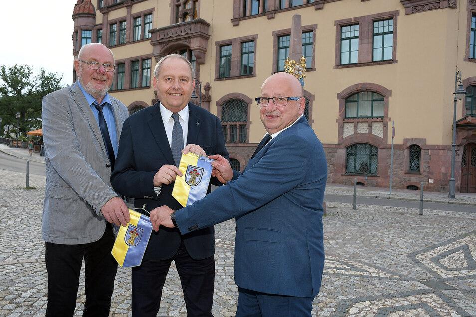 Das neue Bürgermeister-Trio ist das Alte. Erster stellvertretender Bürgermeister von Steffen Ernst (rechts) wurde Albrecht Hänel (Mitte), zweiter Dieter Hentschel (links).