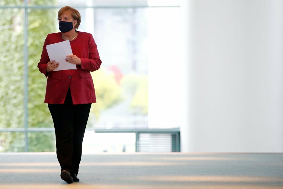 Am Mittwoch will sich Angela Merkel in einer Videokonferenz mit den Ministerpräsidenten zu neuen Regelungen beraten.