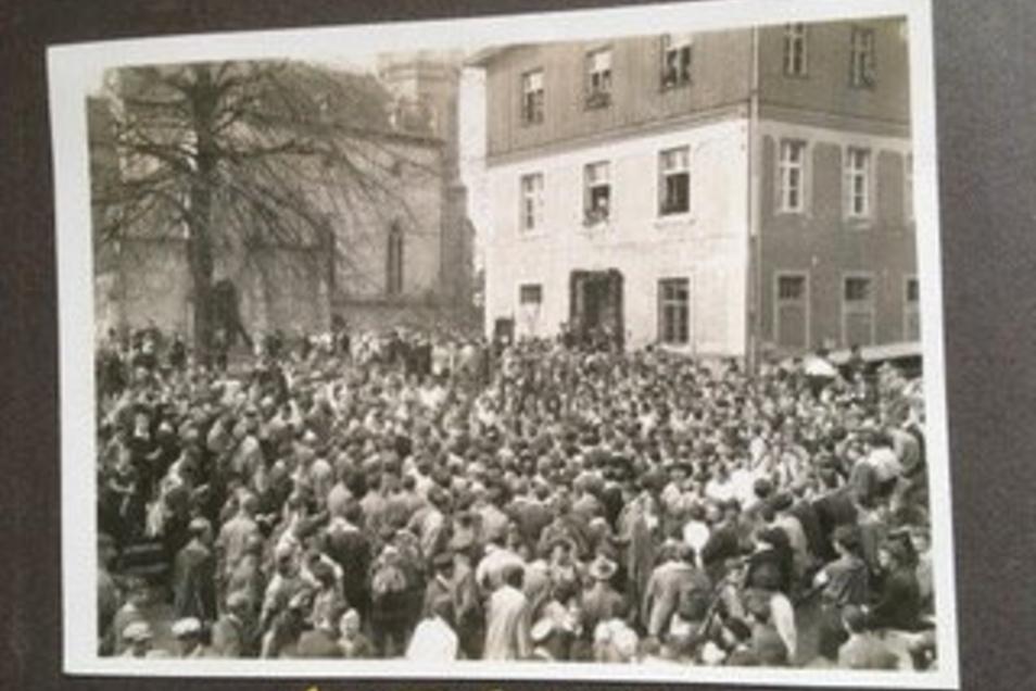 Menschenmassen bei der Einweihungsfeier am 24. und 25. April 1926 im Burghof.