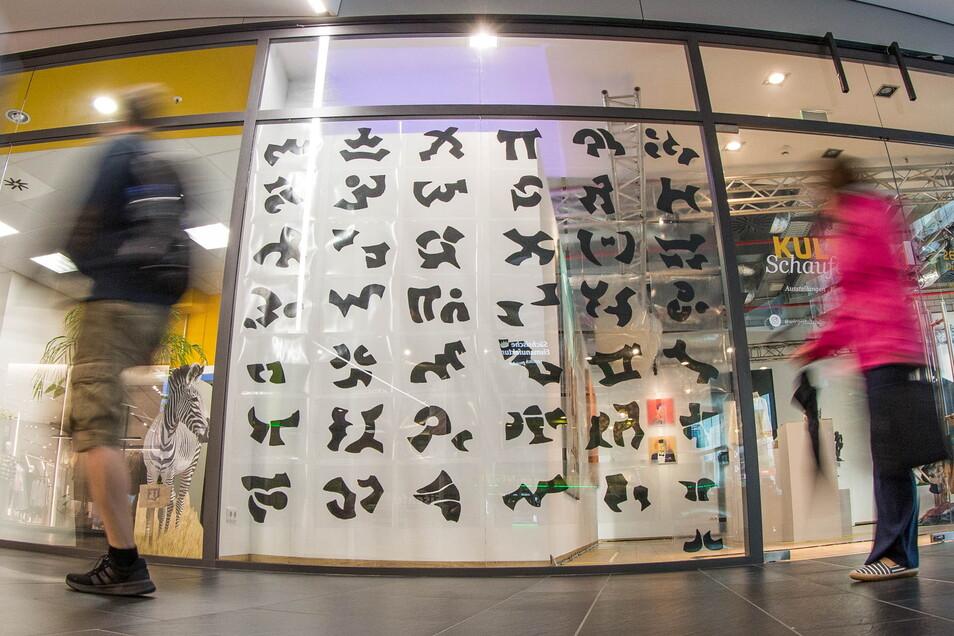 """Das erste """"Kulturschaufenster"""" hat am Donnerstag in der Centrum-Galerie in Dresden eröffnet."""