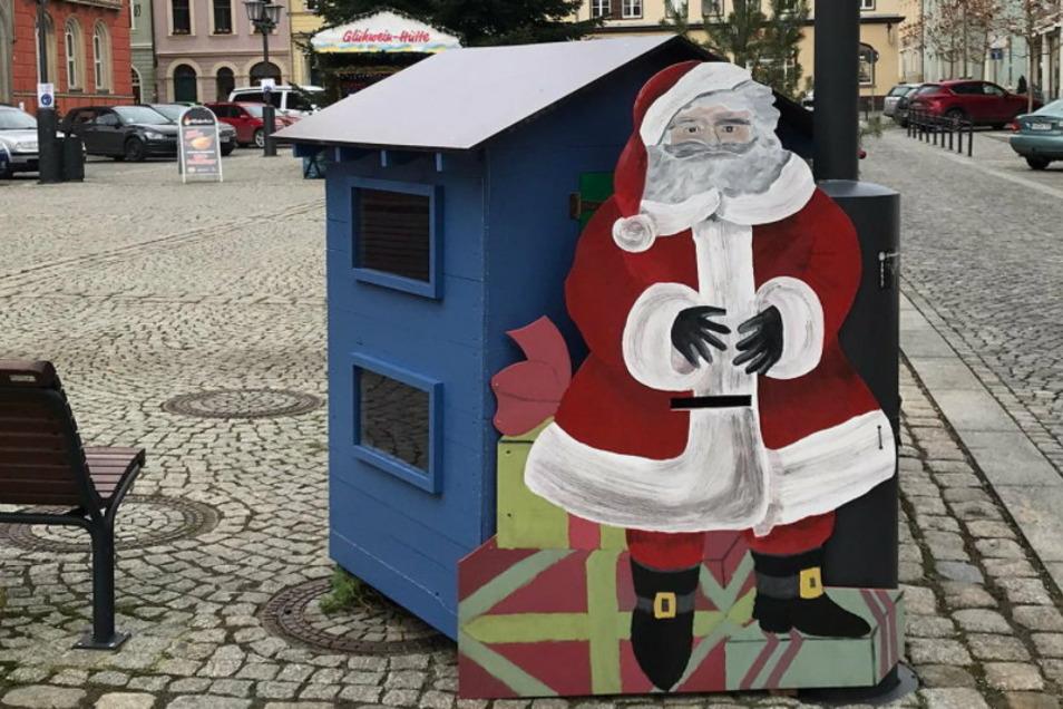 Der Wichtel-Automat der Kamenzer Stadtwerkstatt auf dem Marktplatz findet gute Resonanzen. Kleine Aufmerksamkeiten für jedes Alter finden so neue Besitzer. Die Kamenzer sind sehr dankbar dafür.