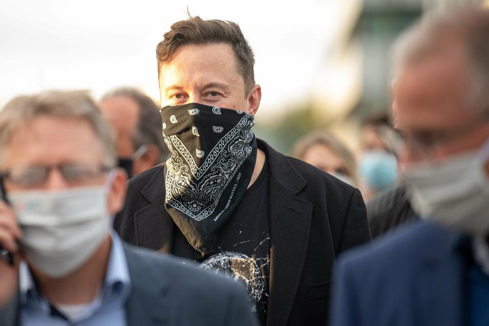 Elon Musk am Mittwoch während seines Besuchs des Biotech-Unternehmens Curevac in Tübingen.