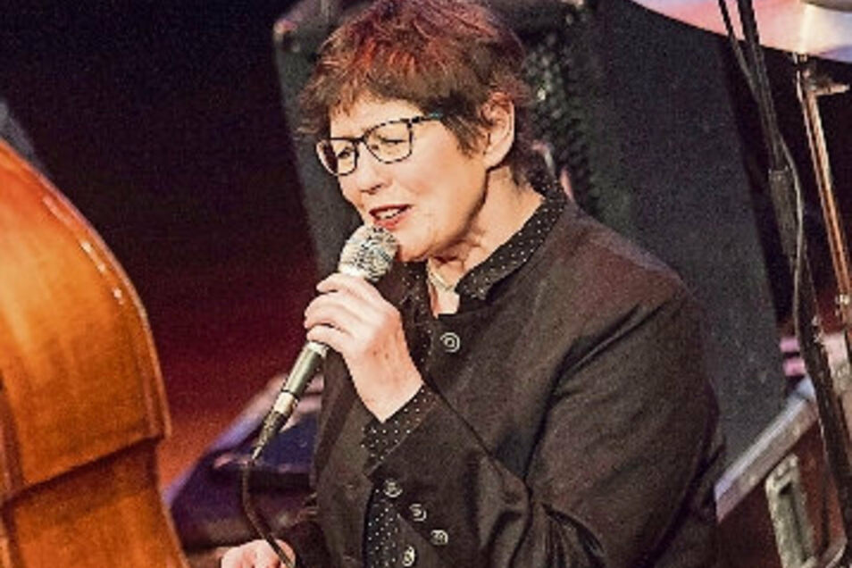 "Uschi Brüning singt am 3. November bei der Konzertlesung ""So wie ich"" im Großenhainer Kulturschloss."