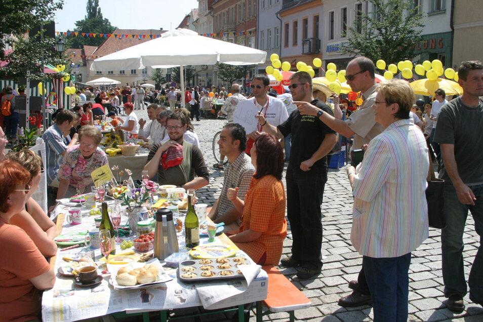 Die SZ-Mannschaft 2005 beim Altstadtfrühstück zum Stadtfest auf dem Frauenmarkt.