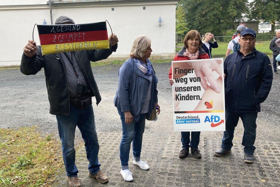 Diese Protestler gerierten sich als Auschwitz-Opfer.