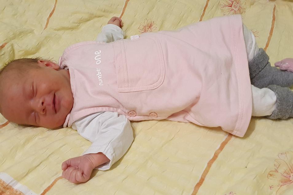 Erna Büttner, geboren am 12. Mai, Geburtsort: Görlitz, Gewicht: 3.120 Gramm, Größe: 48 Zentimeter, Eltern: Susann und Marcus Büttner, Wohnort: Schöpstal