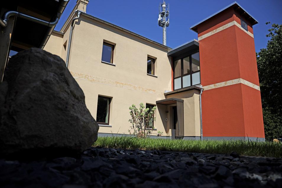 Auch im Nebengebäude der Villa gibt ist Platz zum Wohnen.