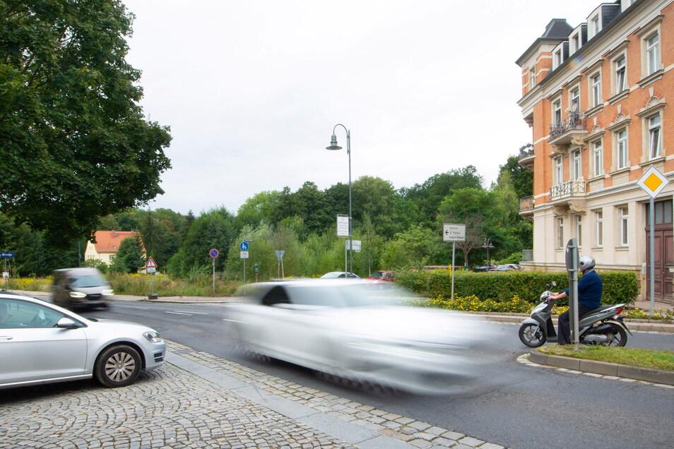 Neben dem Mietshaus an der Ecke Pulsnitzer Straße/An den Leithen im Radeberger Stadtzentrum befindet sich noch eine große Freifläche. Hier entsteht ein Gebäude mit mehr als 100 Wohnungen.