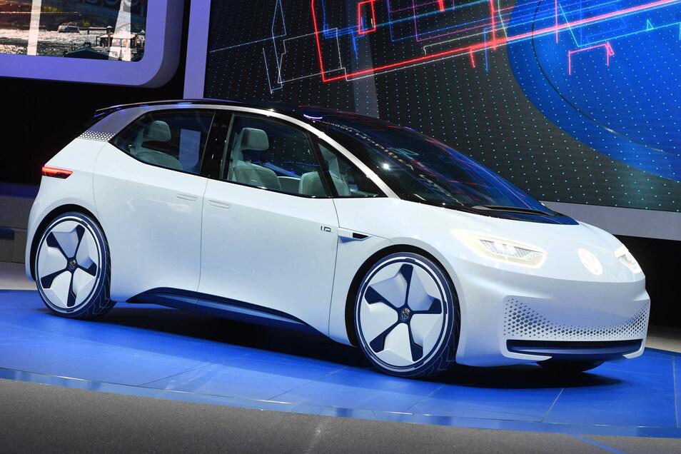 Beim Autosalon in Paris wurde der VW ID bereits als Konzeptauto präsentiert. Kunden können den E-Flitzer. der in Zwickau gebaut wird, nun vorbestellen.