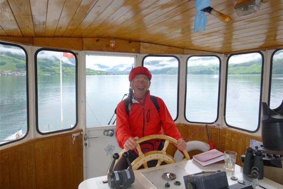 Auf der Fähre, mit der Heinz Proft über den Vierwaldstätter See in der Schweiz übersetzte, war er der einzige Fahrgast. Der Fährmann war gut drauf. Er ließ ihn mal ans Steuer.