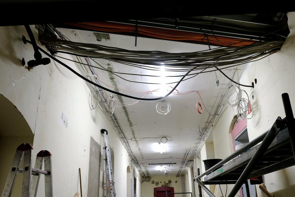 Fünf Kilometer an Kabeln wurden im Haus Weinbergschule des Franziskaneums während der Sanierungsphase verlegt. In den modernisierten Klassenräumen gibt es ausreichend Steckdosen und Anschlüsse für moderne Lern- und Lehrtechnik.