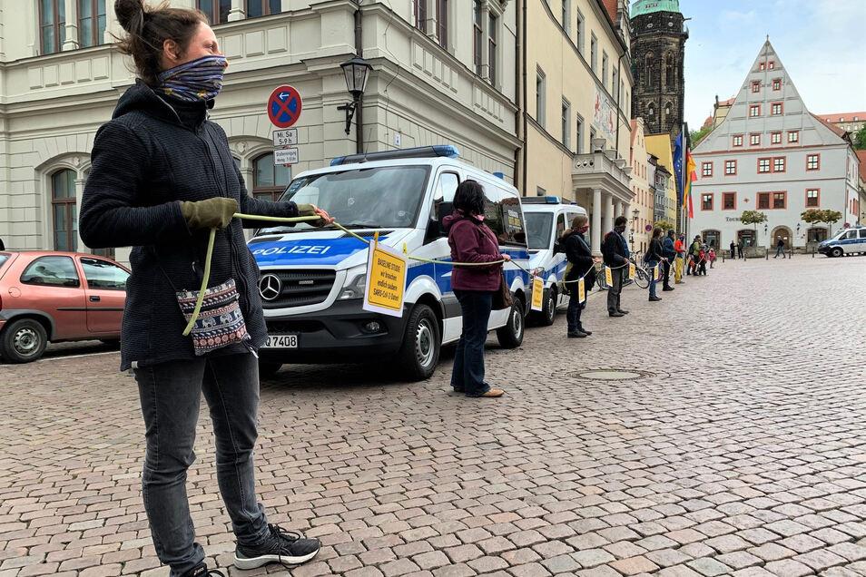 Eltern-Demonstration auf dem Pirnaer Markt, Initiatorin Jana Engelmann (vorn): Wir machen uns Sorgen um unsere Kinder.