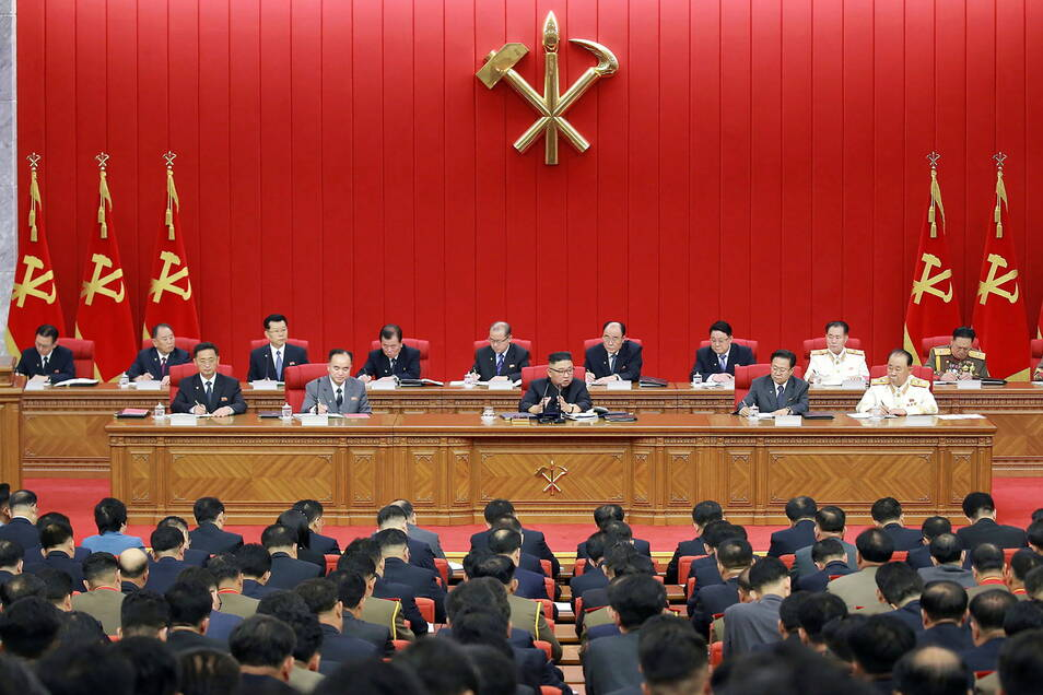 Kim Jong Un spricht auf einer Versammlung der Arbeiterpartei in Pjöngjang.