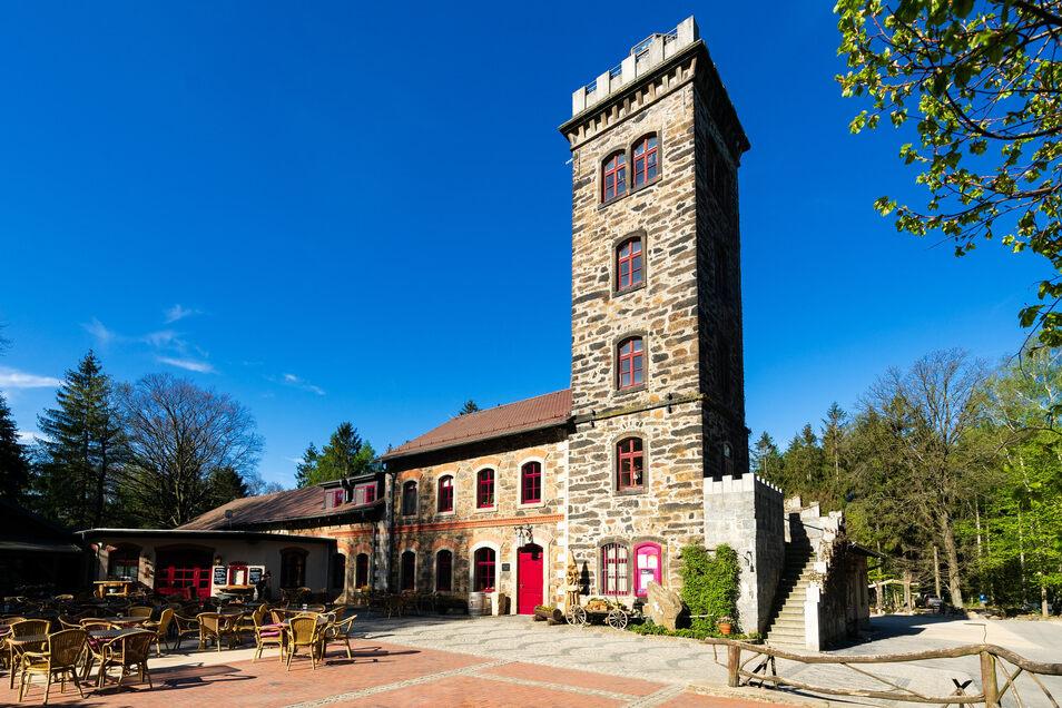 Der Gasthof auf dem Butterberg bei Bischofswerda mit seinem Aussichtsturm besteht 160 Jahre.