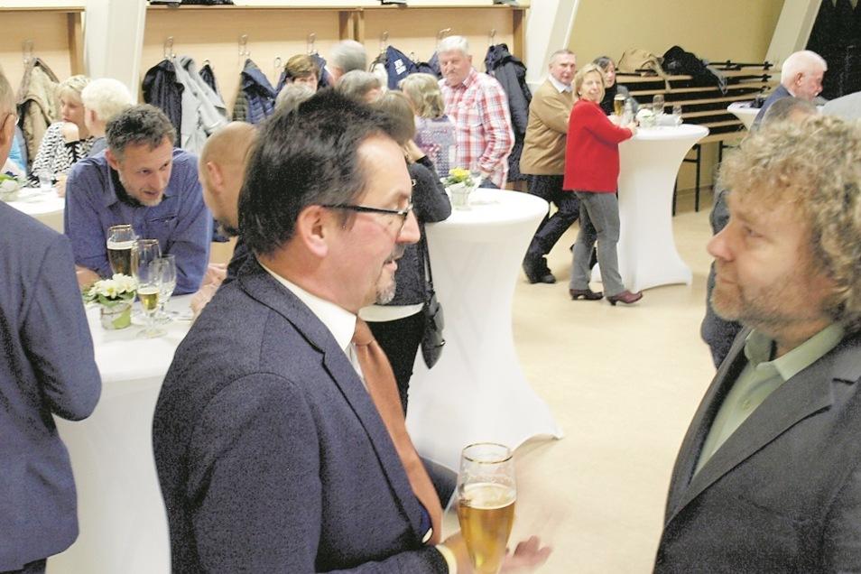 Weißkeißel und Weißwasser bilden eine Verwaltungsgemeinschaft, weshalb Weißwassers OB Torsten Pötzsch (re.) der Einladung von Andreas Lysk (li.) gefolgt war.