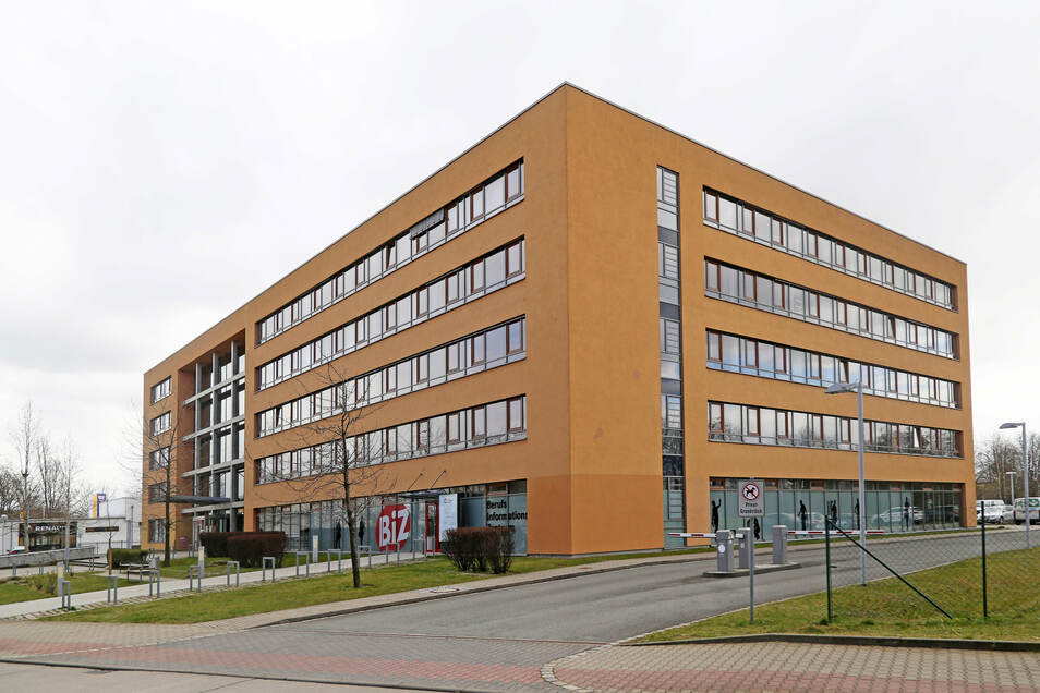 Die Arbeitsagentur hat ihren Sitz an der Breitscheidstraße in Riesa, außerdem gibt es im Landkreis mehrere Außenstellen.