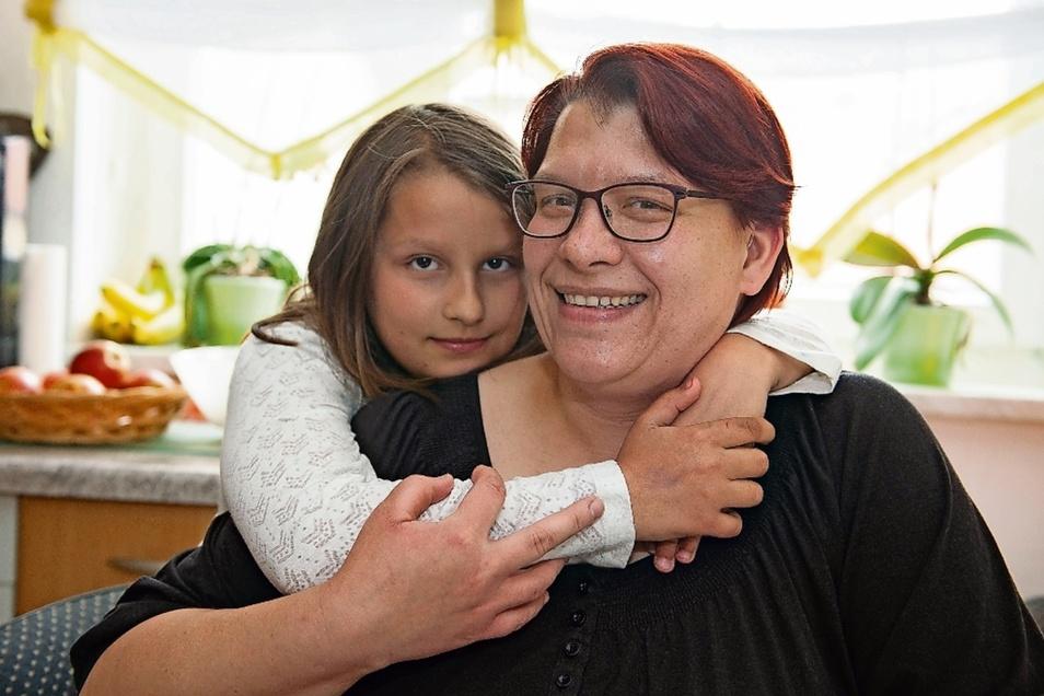 Heute: Neviah Joy ist fast zehn Jahre alt, ein fröhliches Mädchen, das gern lacht und schwatzt. Heute wohnt die Familie in Görzig.