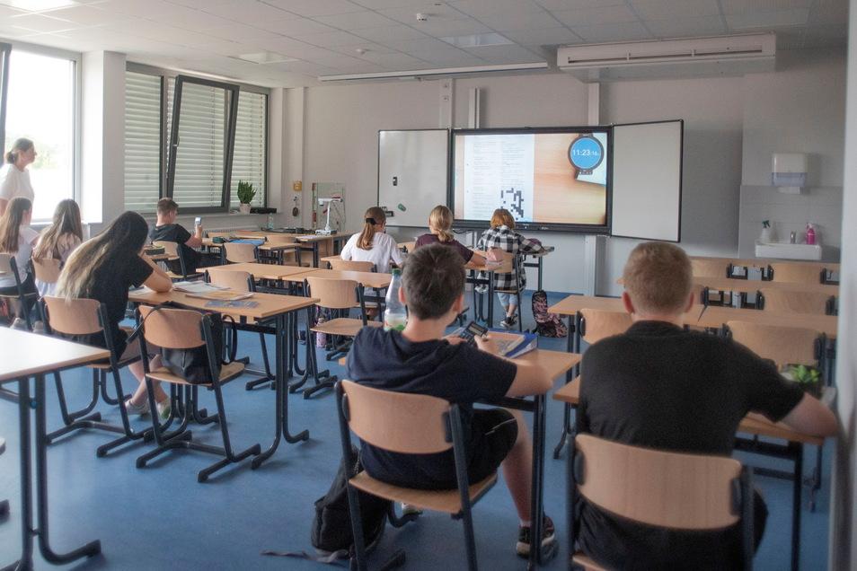 In großen Klassenzimmern wird künftig unter modernsten Voraussetzungen gelernt.