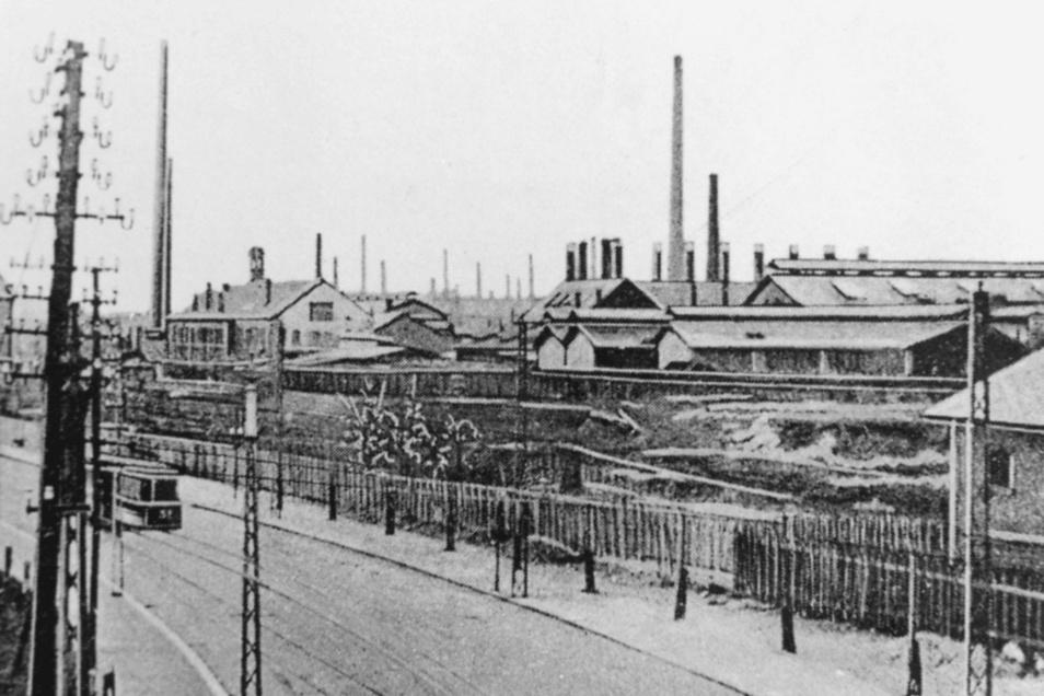Die Döhlener Siemenswerke um 1910, Vorgänger der heutigen Glashütte Freital. Im Vordergrund verläuft die heutige Dresdner Straße.