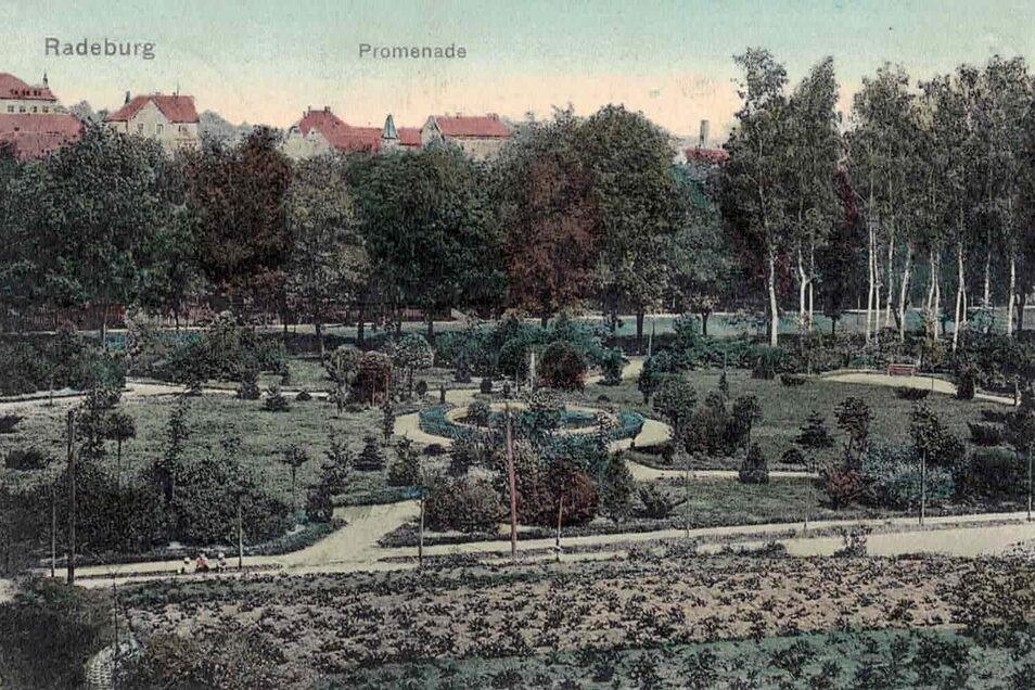 Die historischen Postkarten aus dem Stadtarchiv zeigen die Anlagen um den Brunnen in den Anfangsjahren ihres Bestehens, zu Beginn des 20. Jahrhunderts.