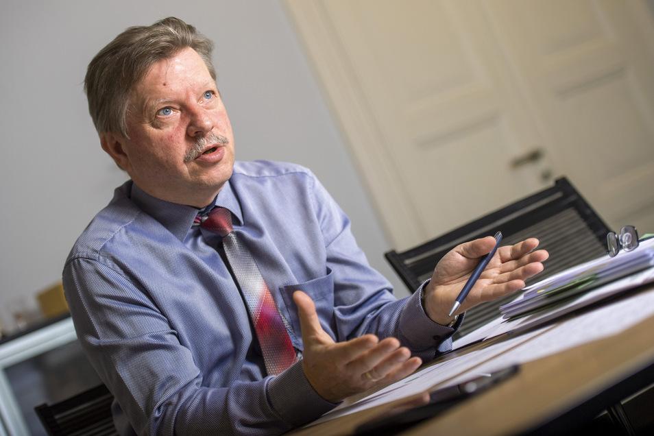 Radebeuls Oberbürgermeister Bert Wendsche hat Widerspruch gegen die Wahl von Jörg Bernig zum Leiter des Kulturamtes eingelegt.