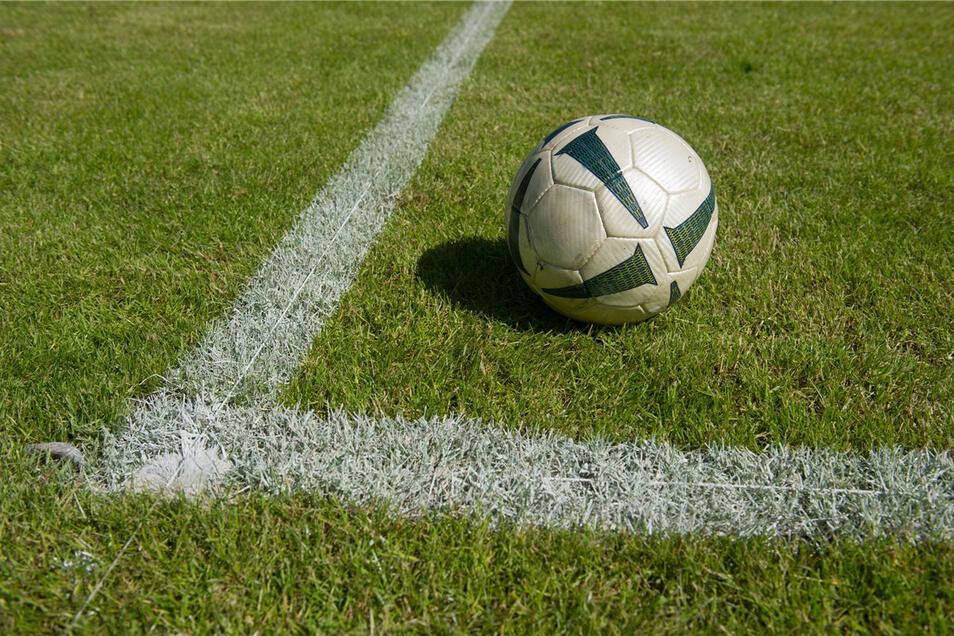 Der Ball bleibt liegen: Ein Riesaer Fußballturnier wurde gerade abgesagt.
