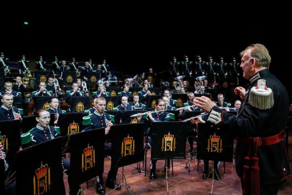 Die 3. Gardekompanie der königlich-norwegischen Garde musiziert am 30 Juni in der Dresdner Kreuzkirche zusammen mit den Oberlichtenauer Spielleuten. Hier sind sie beim jährlichen Festkonzert in der Osloer Konzerthalle unter Leitung von Dirigent Björn Boge