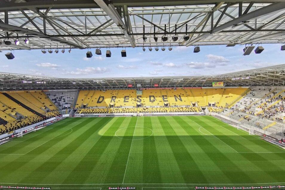 Um 13.30 Uhr wird das Zweitligaspiel zwischen Dynamo Dresden und dem 1. FC Nürnberg im Rudolf-Harbig-Stadion angepfiffen.
