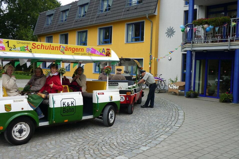 """Regelmäßige Ausflüge und Veranstaltungen gehören zum Angebot im """"Haus Sonne"""" am Schloßpark in Schönfeld dazu. Also auch für Mitarbeiterinnen und Mitarbeiter eine wunderbare Aufgabe."""