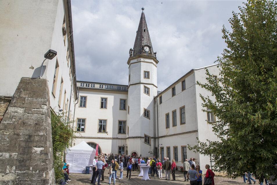 Erstmals nach zehn Jahren stand zum Tag des offenen Denkmals wieder die Tür zum Nöthnitzer Schloss offen.