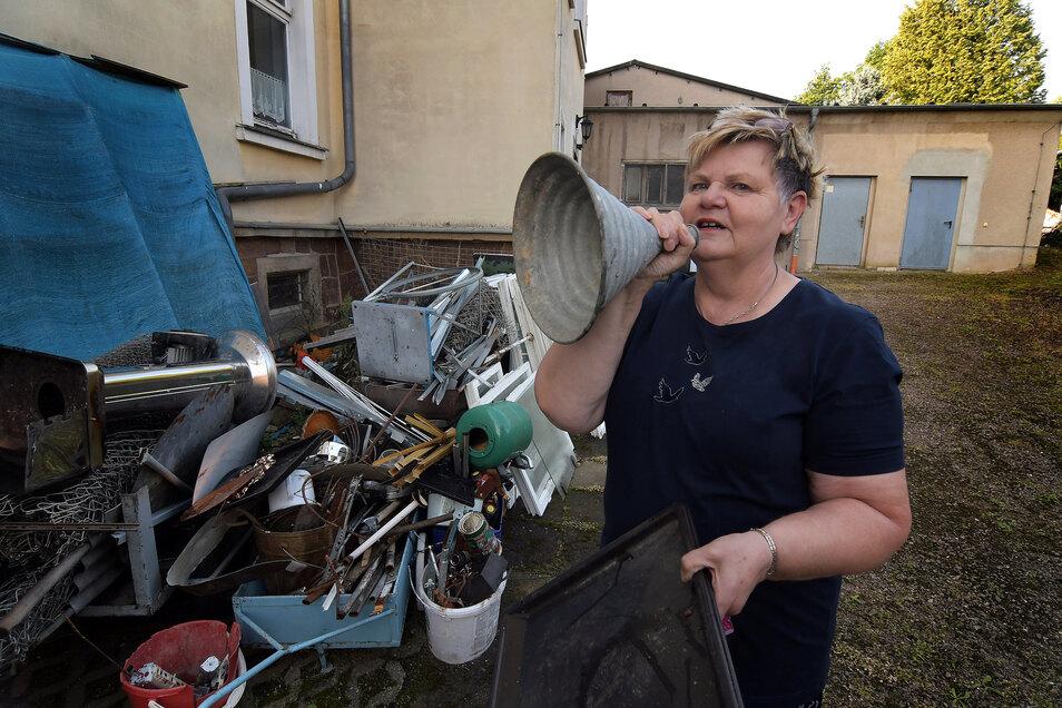 Heimatvereins-Vorsitzende Birgit Müller ruft zu einer Schrottsammlung auf.