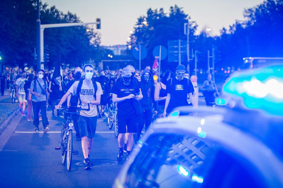 Demonstranten forderten am Mittwochabend in Dresden, Geflüchtete aus Moria aufzunehmen.
