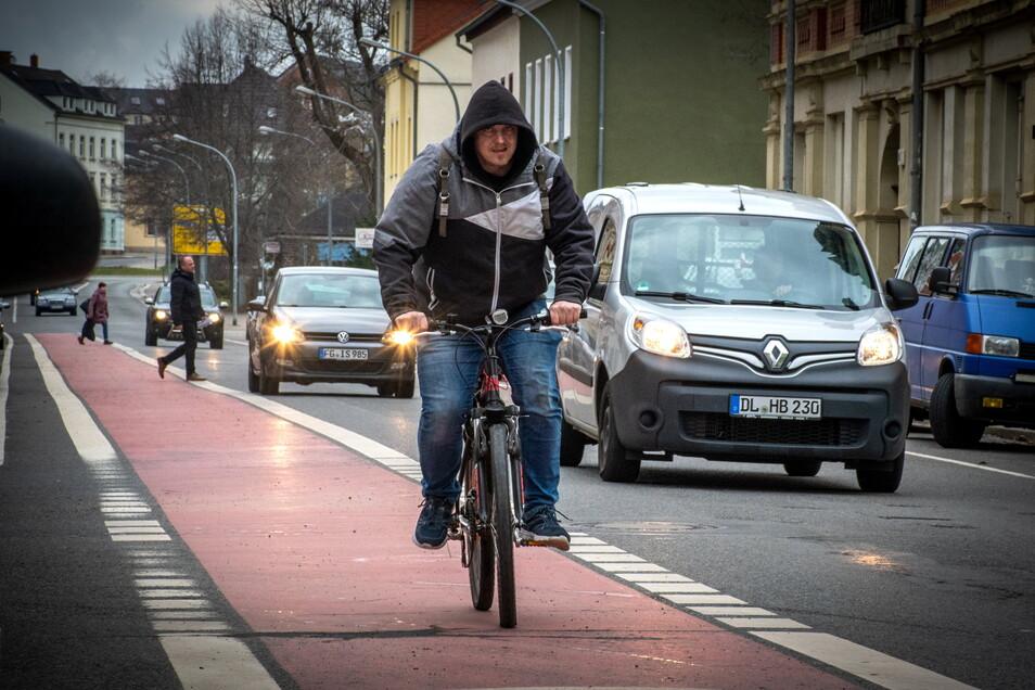 Die Bahnhofstraße in Döbeln gehört zu den Straßen, auf denen die Radfahrer relativ sicher unterwegs sind. Hier war vor einigen Jahren ein breiter Radfahrstreifen angelegt worden.
