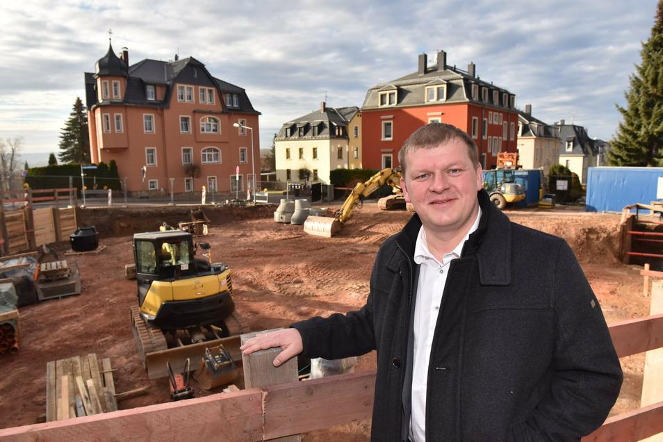 Rabenaus Bürgermeister Thomas Paul, 44, auf der Baustelle für das neue Feuerwehrgerätehaus.