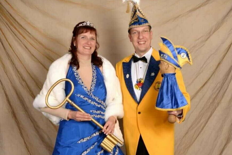 Das neue Prinzenpaar des Laußnitzer Karneval Clubs, Jenny I. und Tobias I., eröffnete am 11.11. wenigstens noch die Saison mit der Schlüsselübergabe am Gemeindeamt.