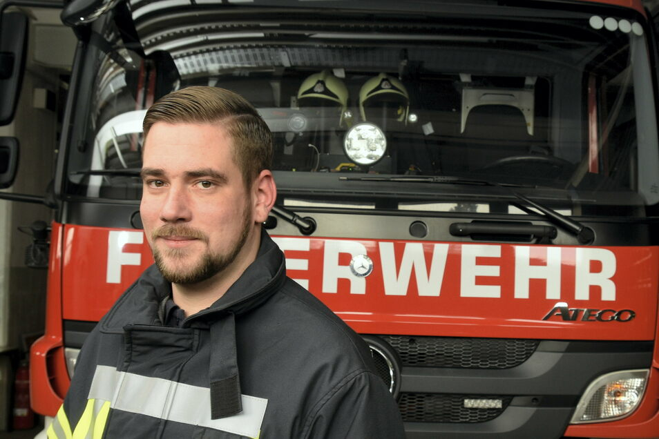 Robert Gudat (33) ist seit 2019 Stadtwehrleiter in Riesa und damit nicht nur für knapp 20 hauptamtliche Kräfte, sondern auch für rund 100 ehrenamtliche Einsatzkräfte verantwortlich.