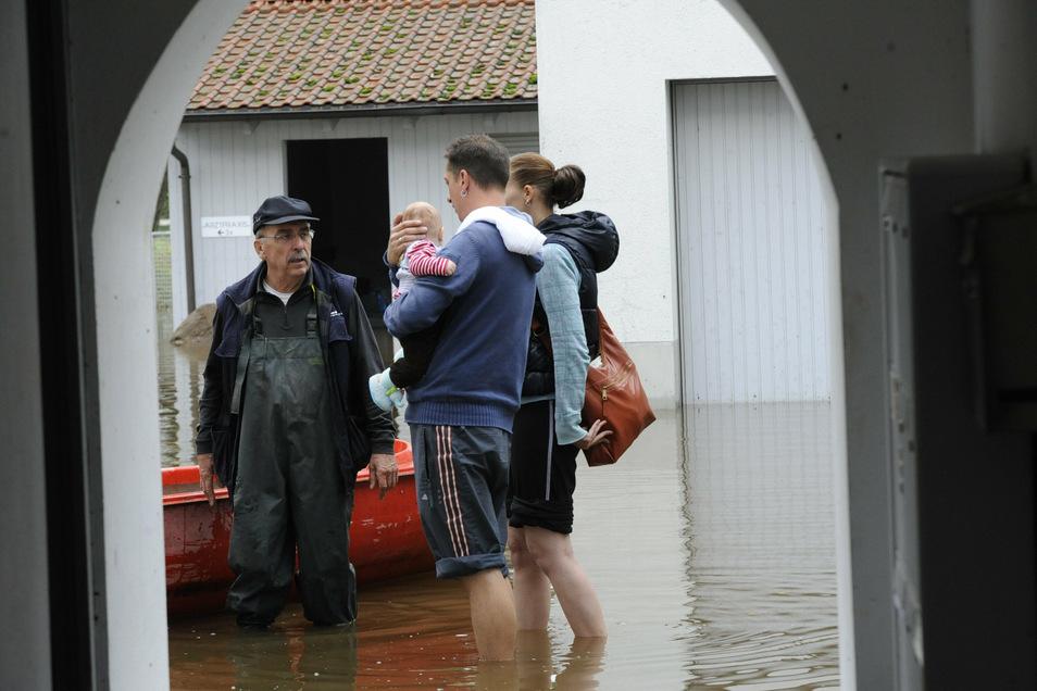 Einwohner von Schmid-Montagen in der Weberallee mussten evakuiert werden.