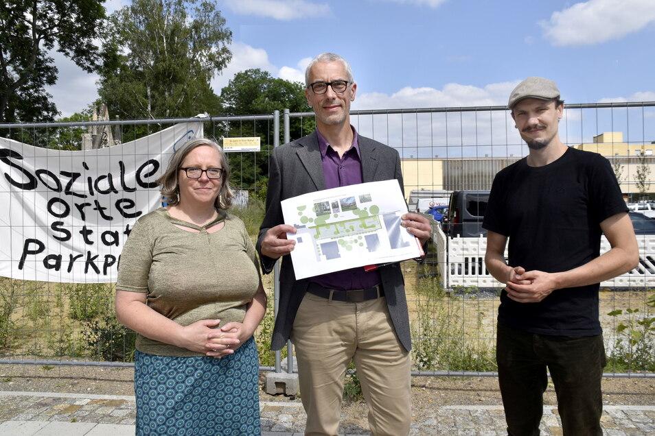Ulla Wacker, Heiko Lieske und Klemens Schneider fordern einen Park statt eines Parkplatzes in der Neustadt.