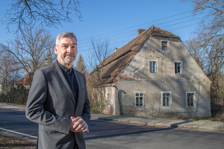 Heiko Titze wohnt sein Leben lang in Hähnichen und will als gewählter Bürgermeister das Brauhaus (im Foto) zu einem Begegnungszentrum für die Gemeinde machen.