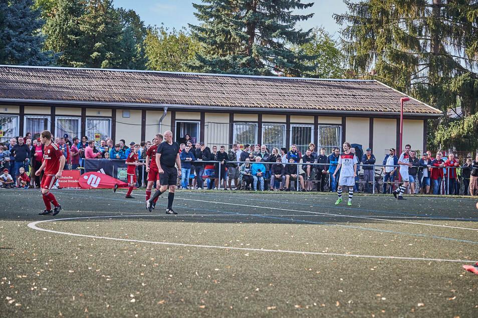 Rund 300 Zuschauer hatten das Endspiel im Kreispokal-Finale 1. FC Pirna gegen TSV Kreischa am 22. August verfolgt. Heute wäre das unmöglich.