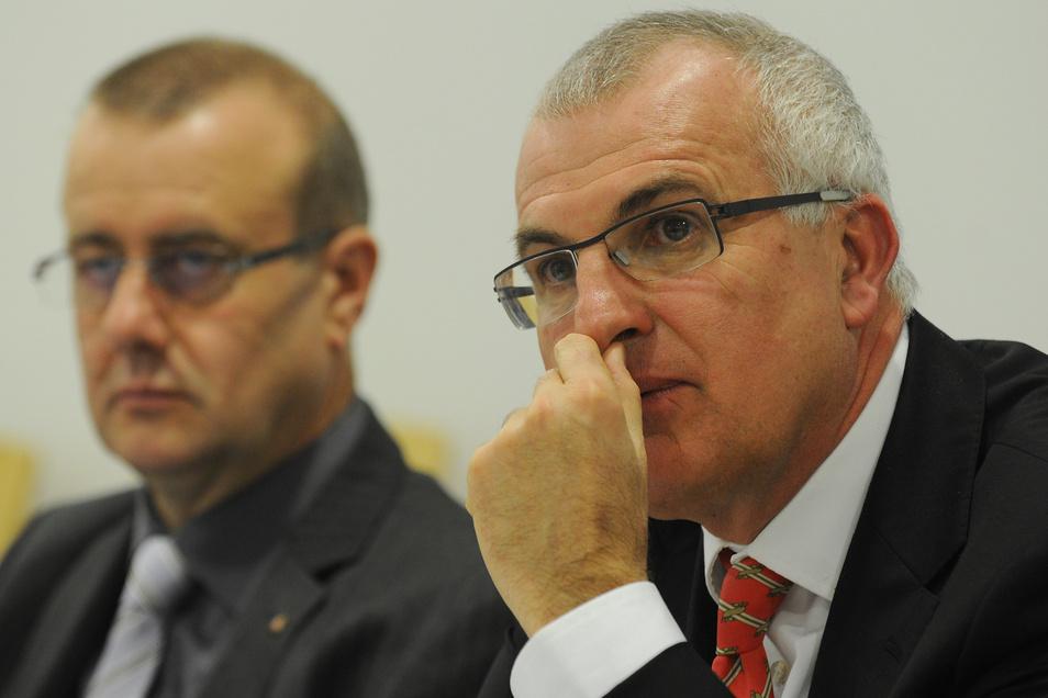 Vor acht Jahren vertrat Christoph Schickhardt (r.) Dynamo bei den Verhandlungen um den Ausschluss aus dem DFB-Pokal. Neben ihm sitzt der damalige Präsident Andreas Ritter.