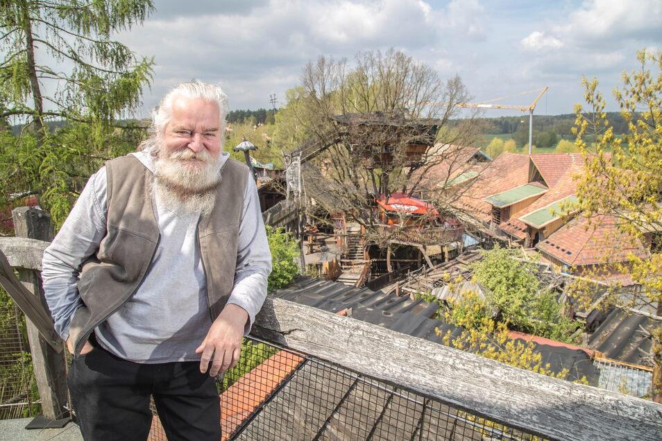 Jürgen Bergmann startet mit seinem Freizeitpark, der Kulturinsel Einsiedel, in Zentendorf wieder.
