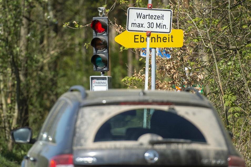 Provisorische Umleitung nach Halbestadt: Wer zur falschen Zeit kommt, sieht 30 Minuten Rot.