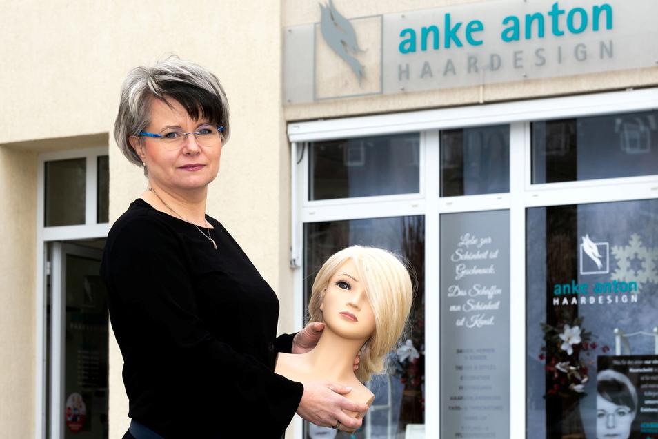 Seit März dürfen Anke Anton und die anderen Friseure wieder ihre Kunden bedienen. Doch seither ist nicht einfacher geworden.